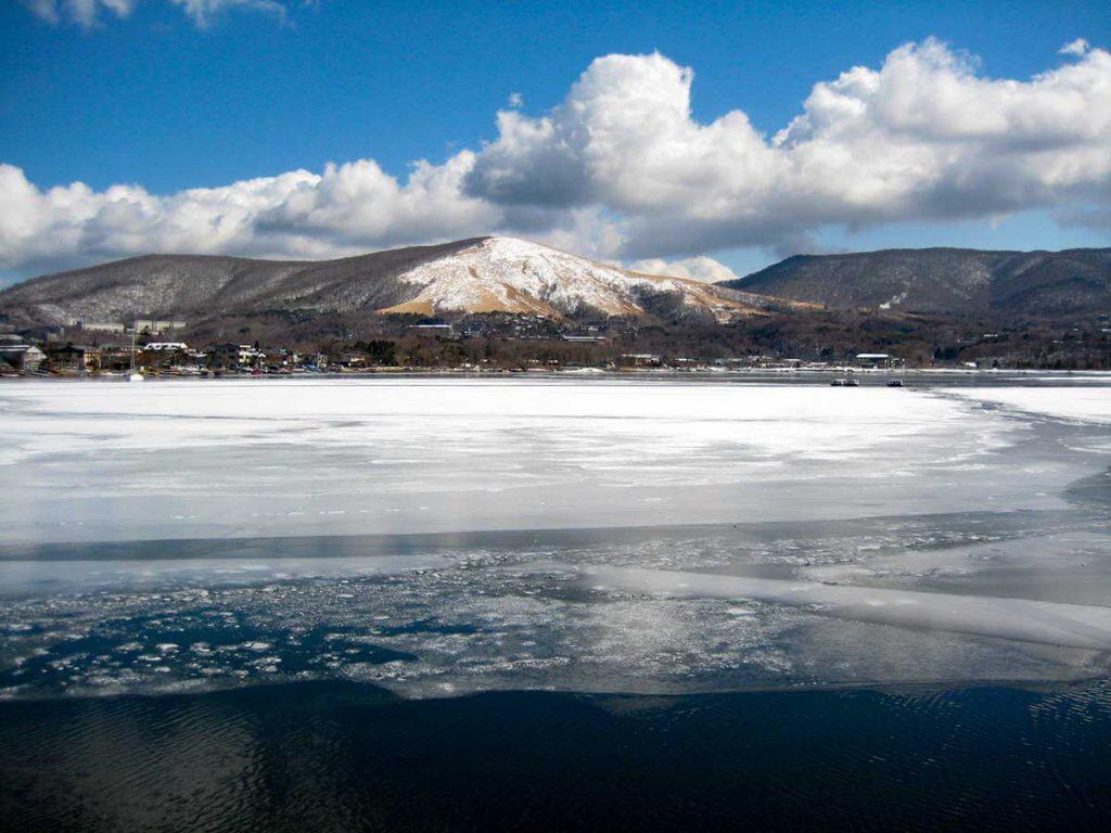 凍っている山中湖