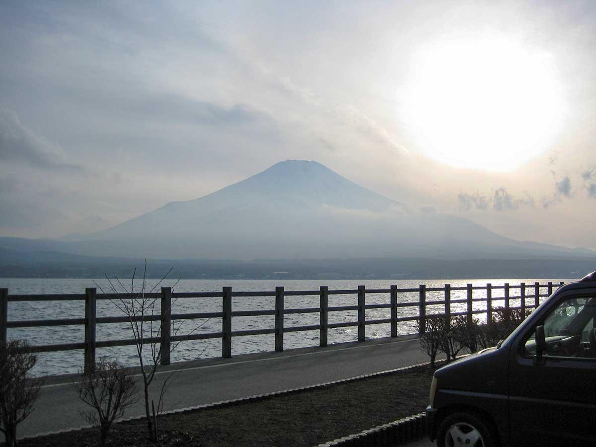 山中湖から望む富士山