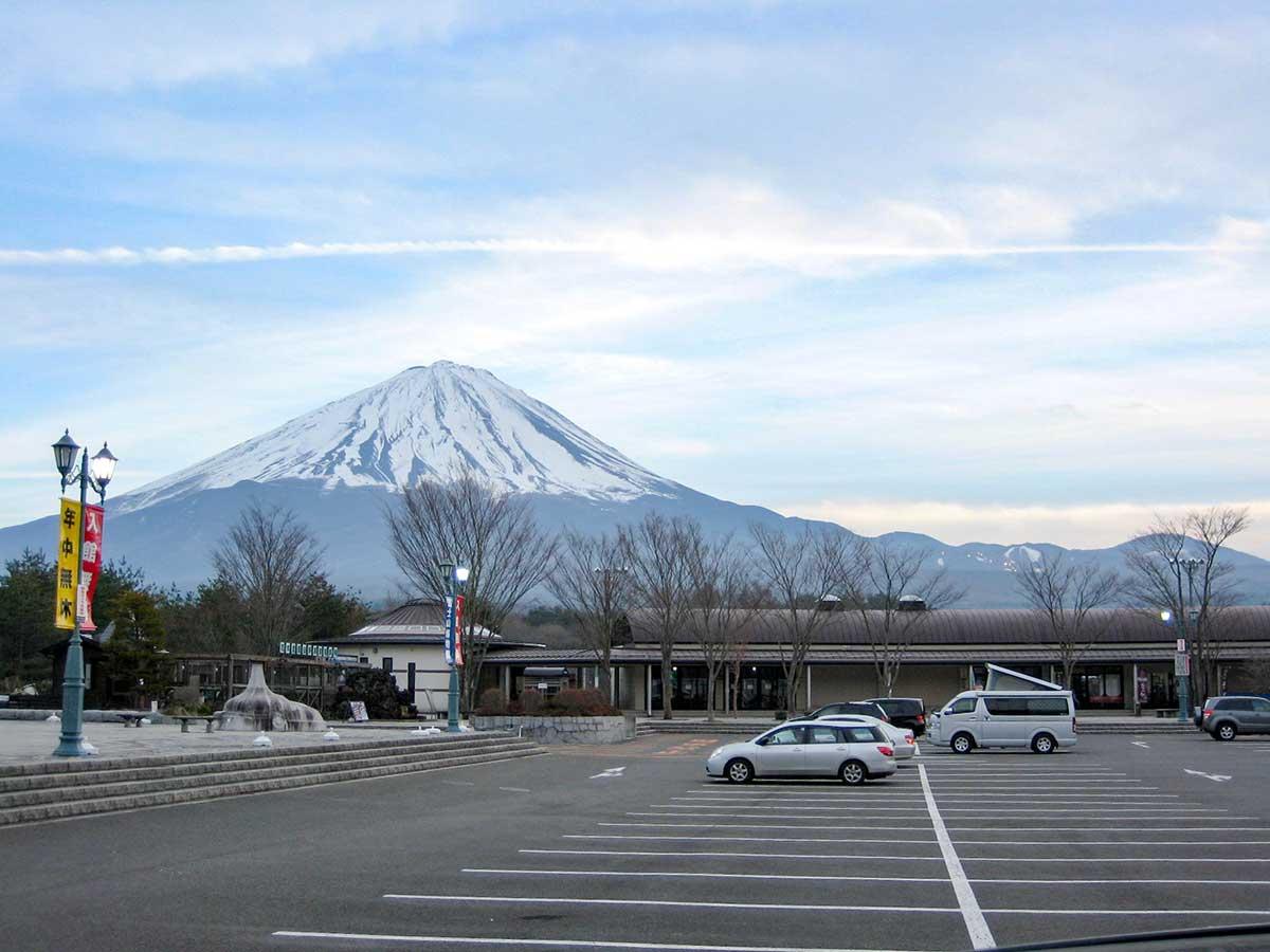 道の駅から望む富士山