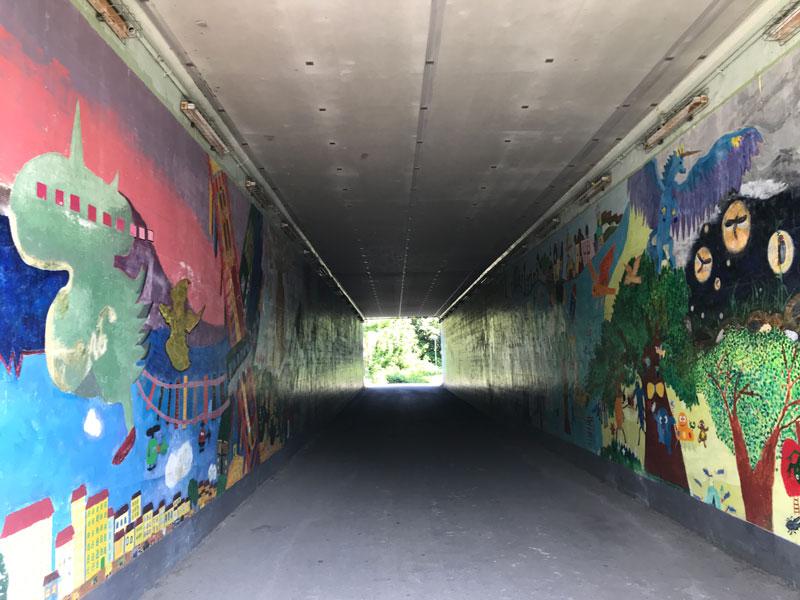 ポップなトンネル